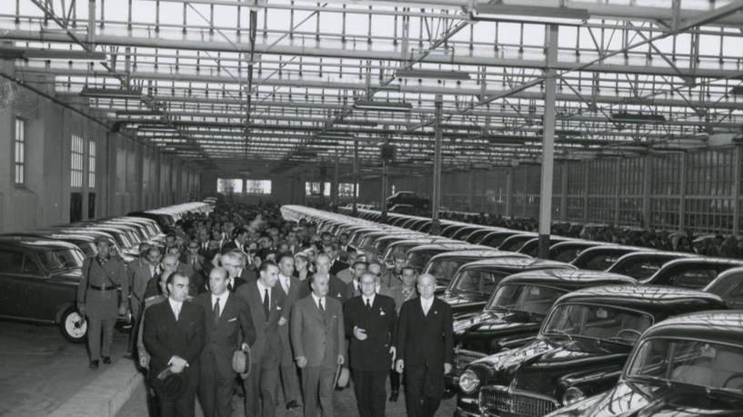 Franco inaugurando la fábrica de sEat en Cataluña
